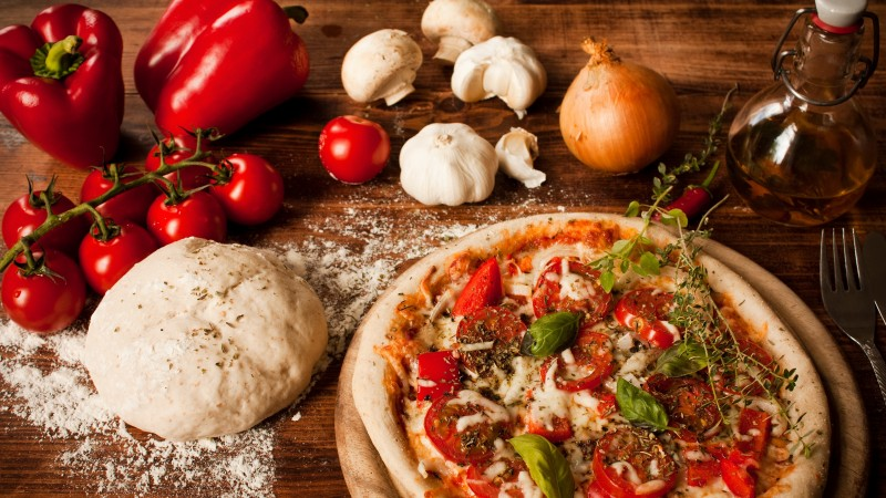 pizza, tomatoes, pepper, dough, olives, olive oil, cheese, basil, garlic, onions, mushrooms (horizontal)