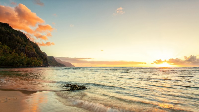Hawaii, 4k, HD wallpaper, Ke'e beach, island, Kauai, sky, sea, ocean, water, sunset, sunrise, rocks, sun, clouds (horizontal)
