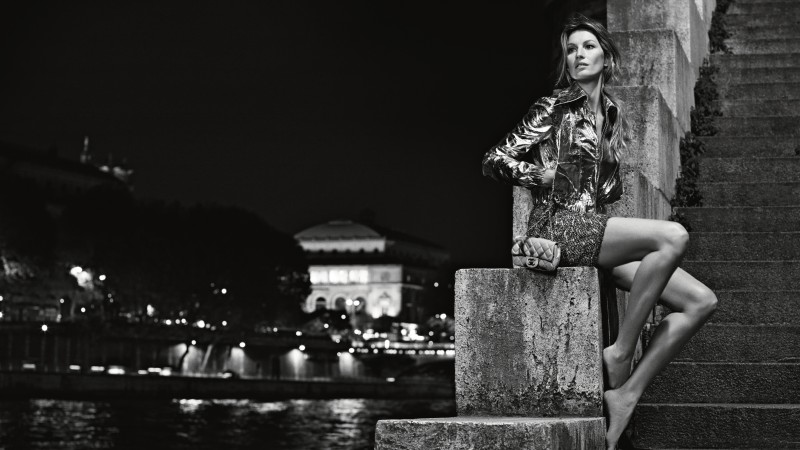Gisele Bundchen, fashion model, Chanel 2015, black and white, ladder, water (horizontal)