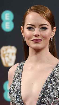 Emma Stone, BAFTA 2017, winner, dress, red carpet (vertical)