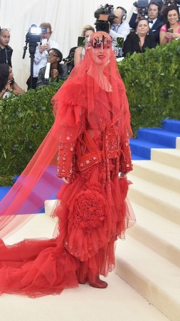 Katy Perry, Met Gala 2017, dress, red carpet (vertical)