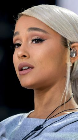 Ariana Grande, Ariana Grande-Butera, singer, artists, actress, Victoria's Secret Fashion Show, London, United Kingdom, Catwalk (vertical)