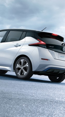 Nissan Leaf, electric car, 5k (vertical)
