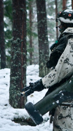army, soldier, Finnish Defence Forces, rocket launcher, winter, snow, camo (vertical)