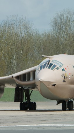 Handley Page, Victor, XM715, HP.123, bomber, tanker, aircraft, Royal Air Force, landing (vertical)
