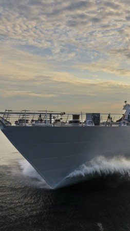 USS Fort Worth, LCS-3, littoral, Freedom-class, combat ship, U.S. Navy, USA Army, sea (vertical)