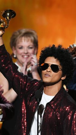 Bruno Mars, photo, Grammy 2018, 4k (vertical)