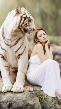 Girl, White Tiger, blonde, 5K (vertical)