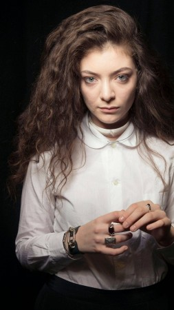 Lorde, Most Popular Celebs in 2015, grammys, singer, songwriter, black (vertical)
