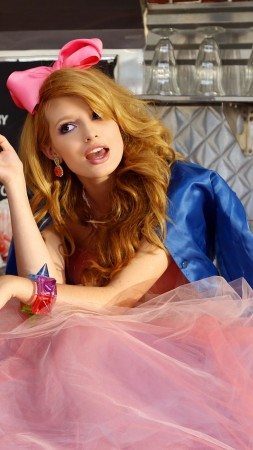 Bella Thorne, Most Popular Celebs in 2015, actress, singer, model, dancer, The Duff (vertical)
