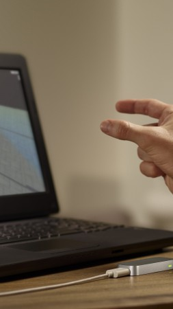 Leap Motion, controller, virtual, desktop, motion capture, HCI, game, Jenga, review (vertical)