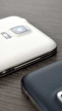 Samsung GALAXY S5, Samsung Galaxy Models, smartphone review, back camera (vertical)