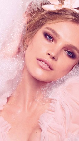 Natalia Vodianova, Top Fashion Models 2015, model, pink, bath (vertical)