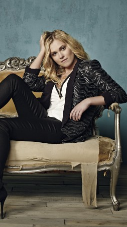 Eliza Taylor, Most Popular Celebs in 2015, actress, blonde, sofa