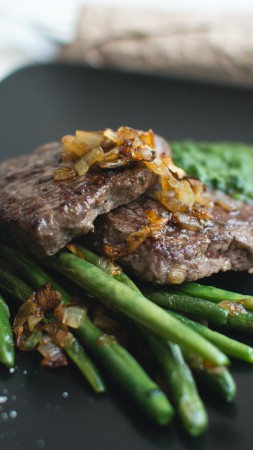 Steak, asparagus, sauce (vertical)