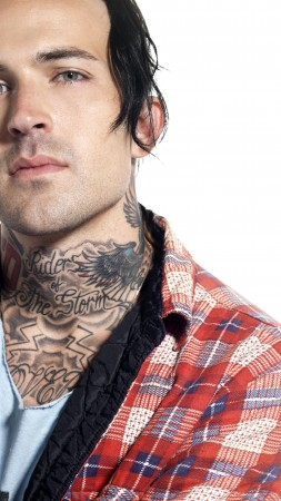Michael Wayne Atha, Yelawolf, American rapper, but both artists, tatoo, inscription (vertical)