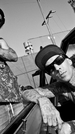 This Michael Wayne, Travis Barker, Blink -182, Punk, American rapper, actor, boxing bit, tattoo (vertical)