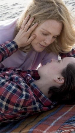 Freeheld, Julianne Moore, Ellen Page (vertical)
