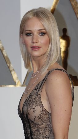 Jennifer Lawrence, Oscar 2016, red carpet, Most popular celebs, actress (vertical)