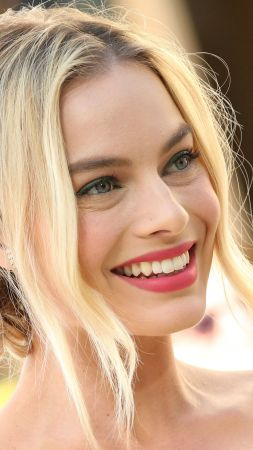 Margot Robbie, Oscar 2016, red carpet, Most popular celebs, actress (vertical)