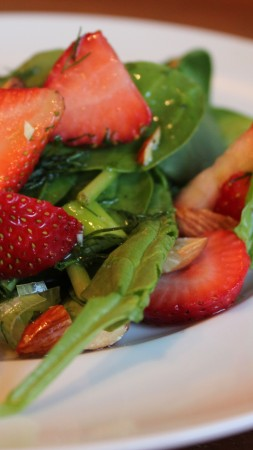 arugula, strawberries, greens, onions, sauce, recipe, cooking (vertical)