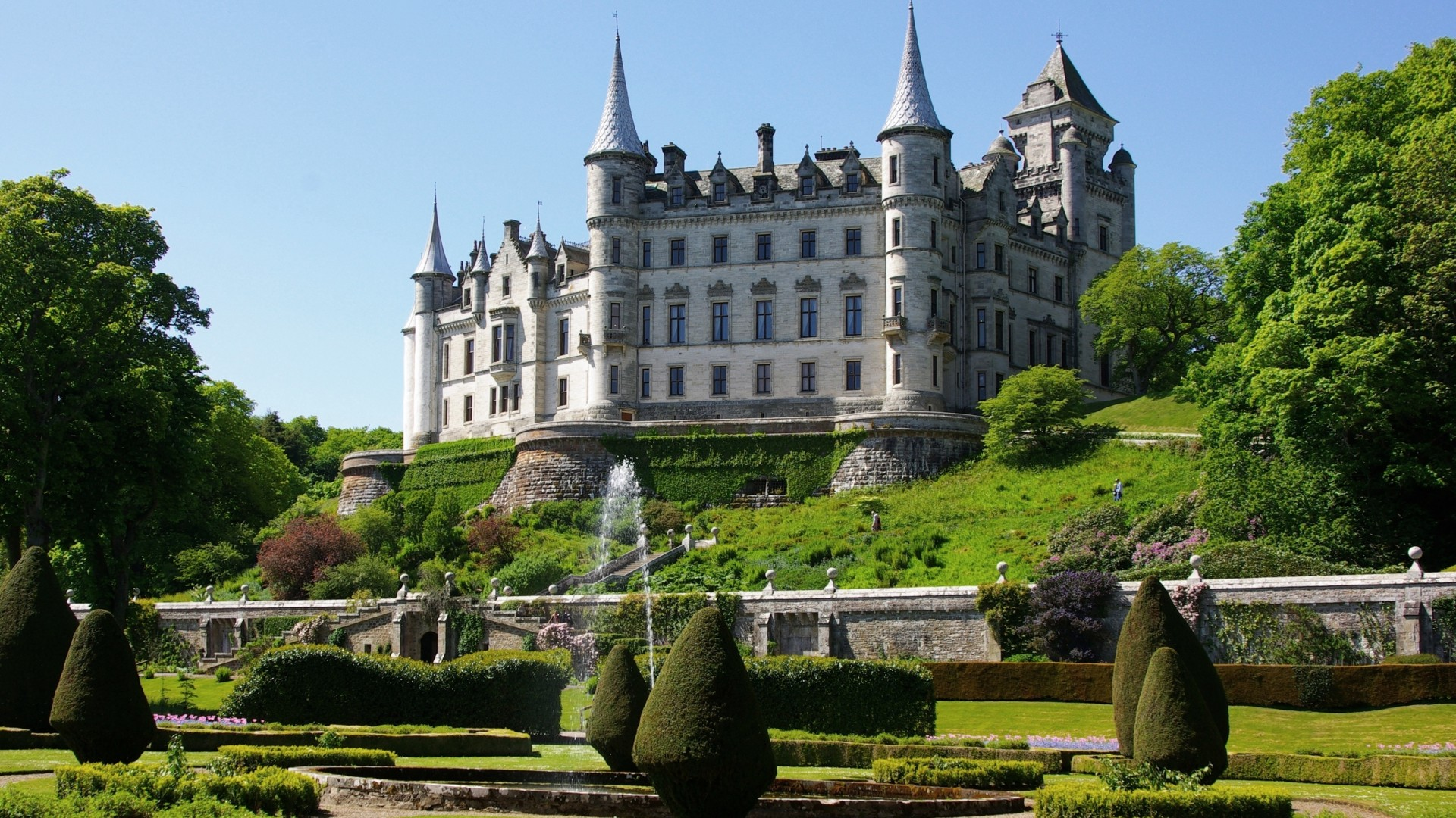 Dunrobin, Сastle, Scotland, sutherland, fountain, garden, sky, green, travel, booking, vacation (horizontal)