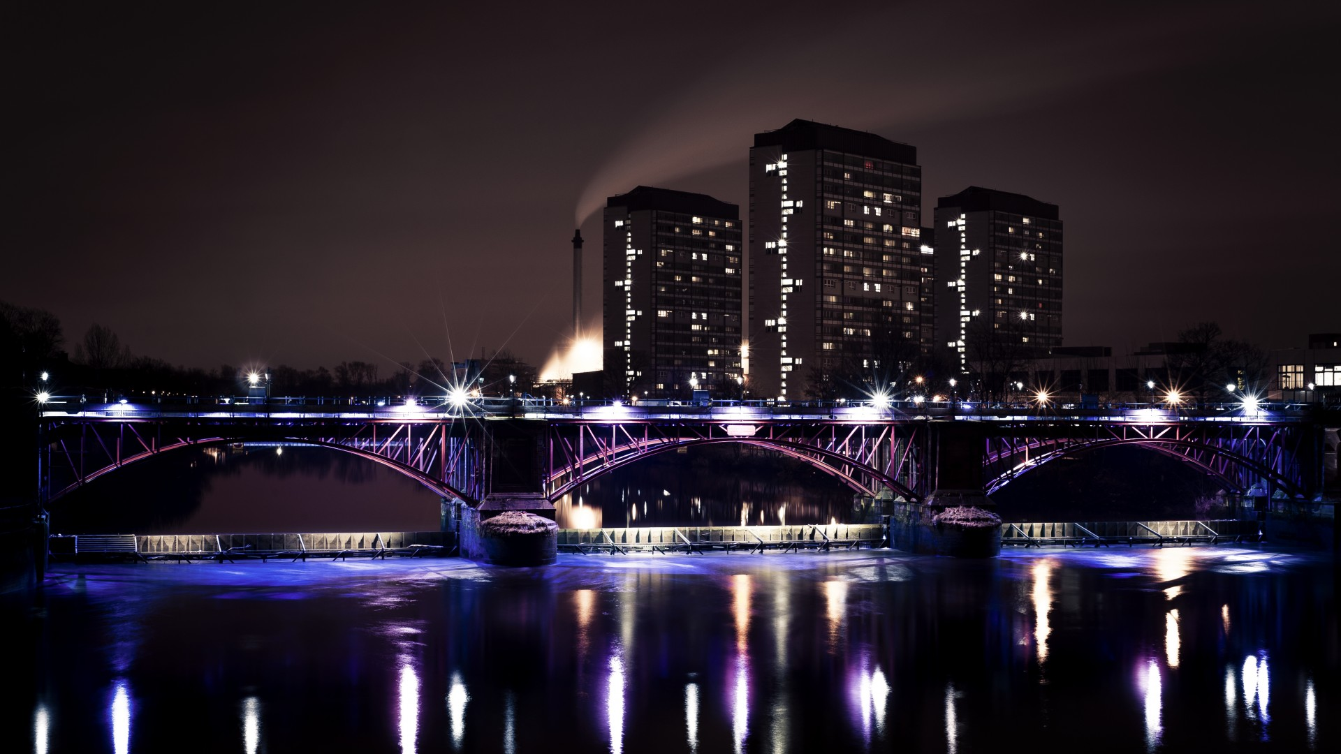 Glasgow, Scotland, Hotel, bridge, sea, lake, ocean, water, light, night, sky, travel, vacation, booking (horizontal)