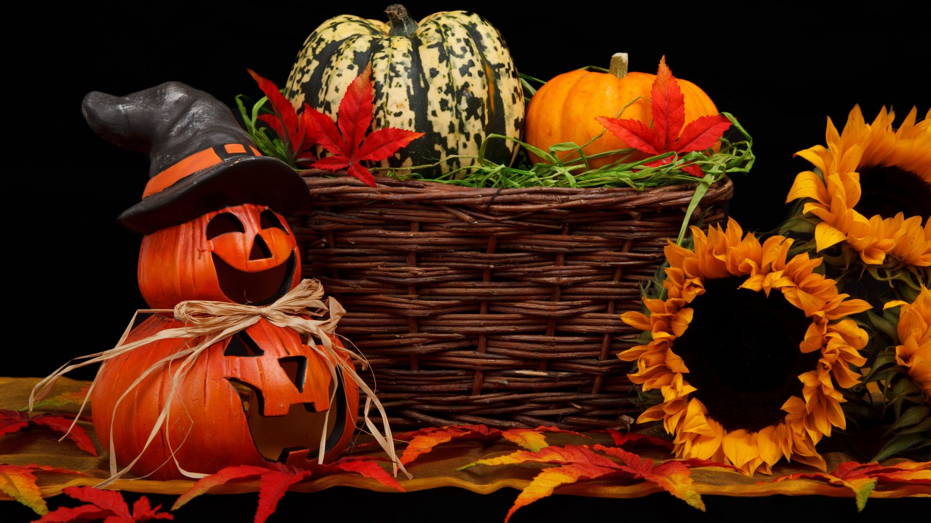 Holiday, Halloween, 31 october, pumpkin host (horizontal)