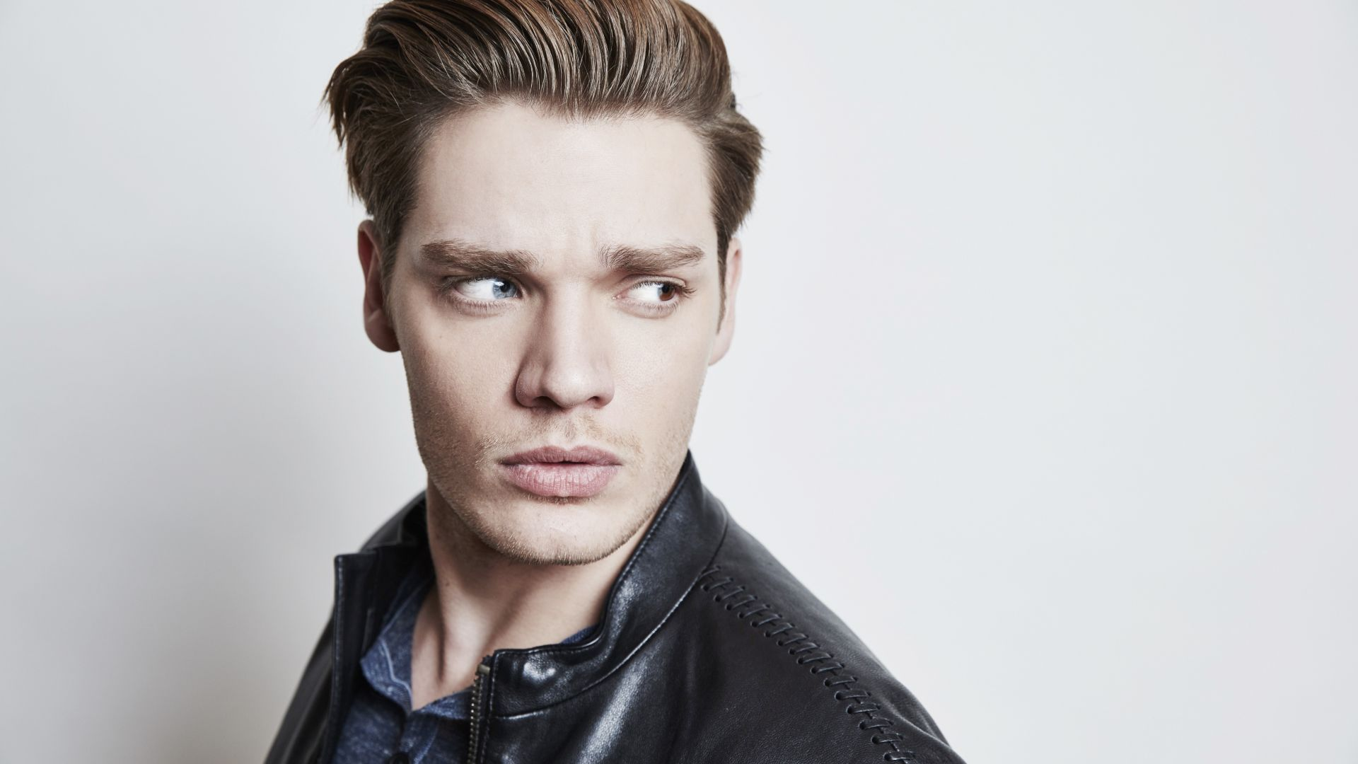 Dominic Sherwood, photo, 5k (horizontal)