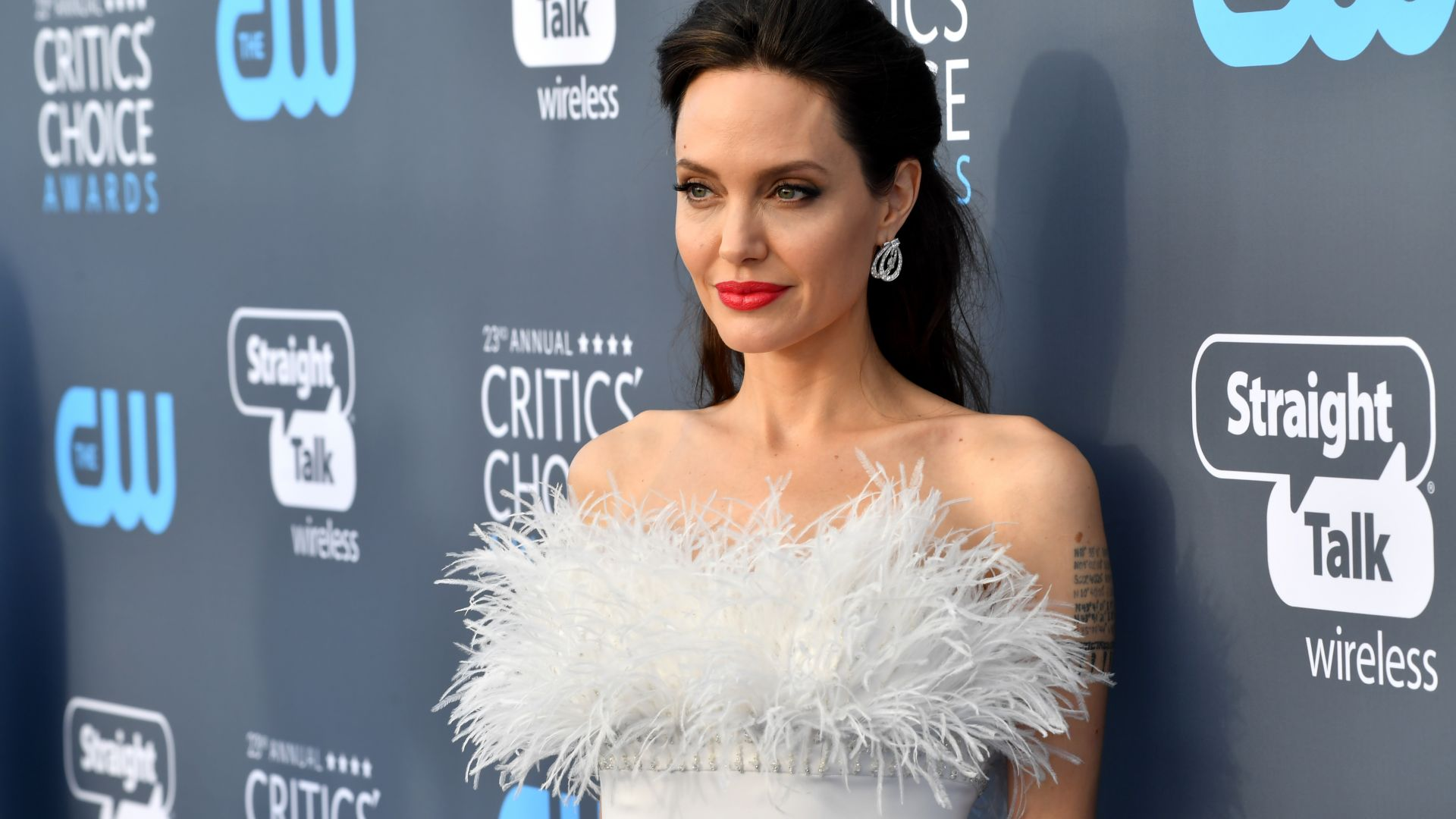 Angelina Jolie, photo, Critics' Choice Awards 2018, brunette, 5k (horizontal)