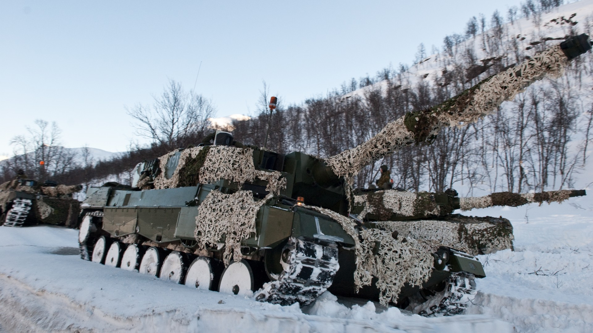 Leopard 2, 2a6m, 2A5, MBT, tank, Norway, forest, camo, winter (horizontal)