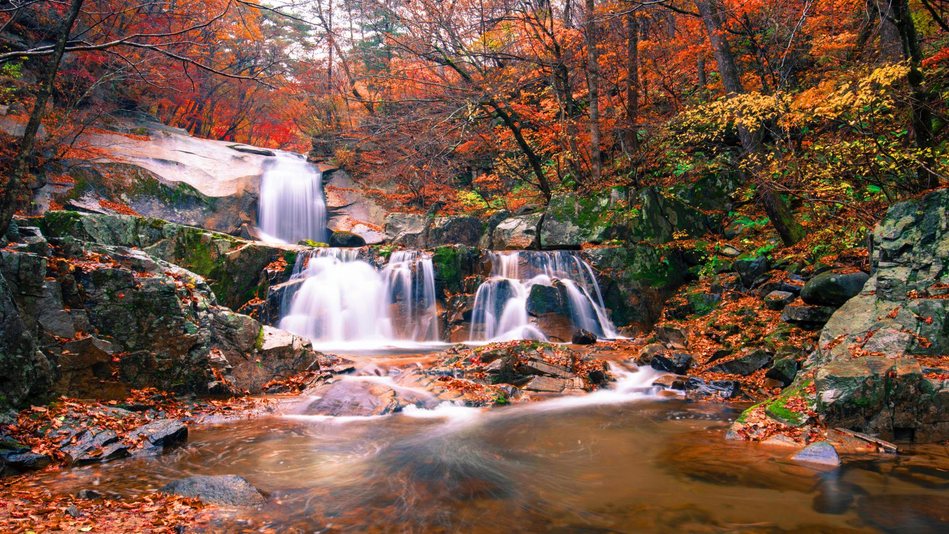 waterfall, autumn, 5K (horizontal)