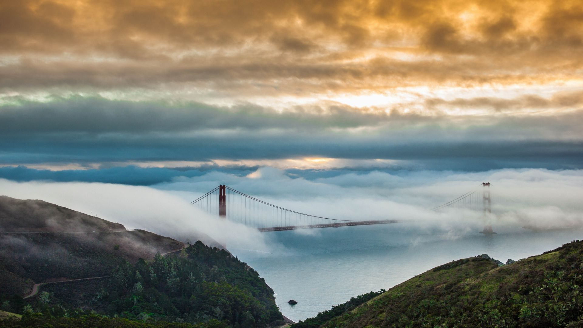 Golden Gate Bridge, San Francisco, USA, fog, 5K (horizontal)