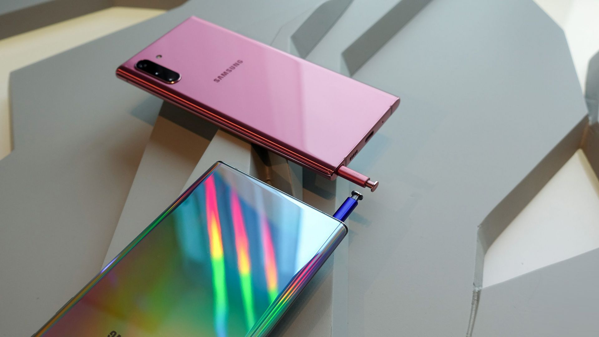 Samsung Galaxy Note 10 (horizontal)