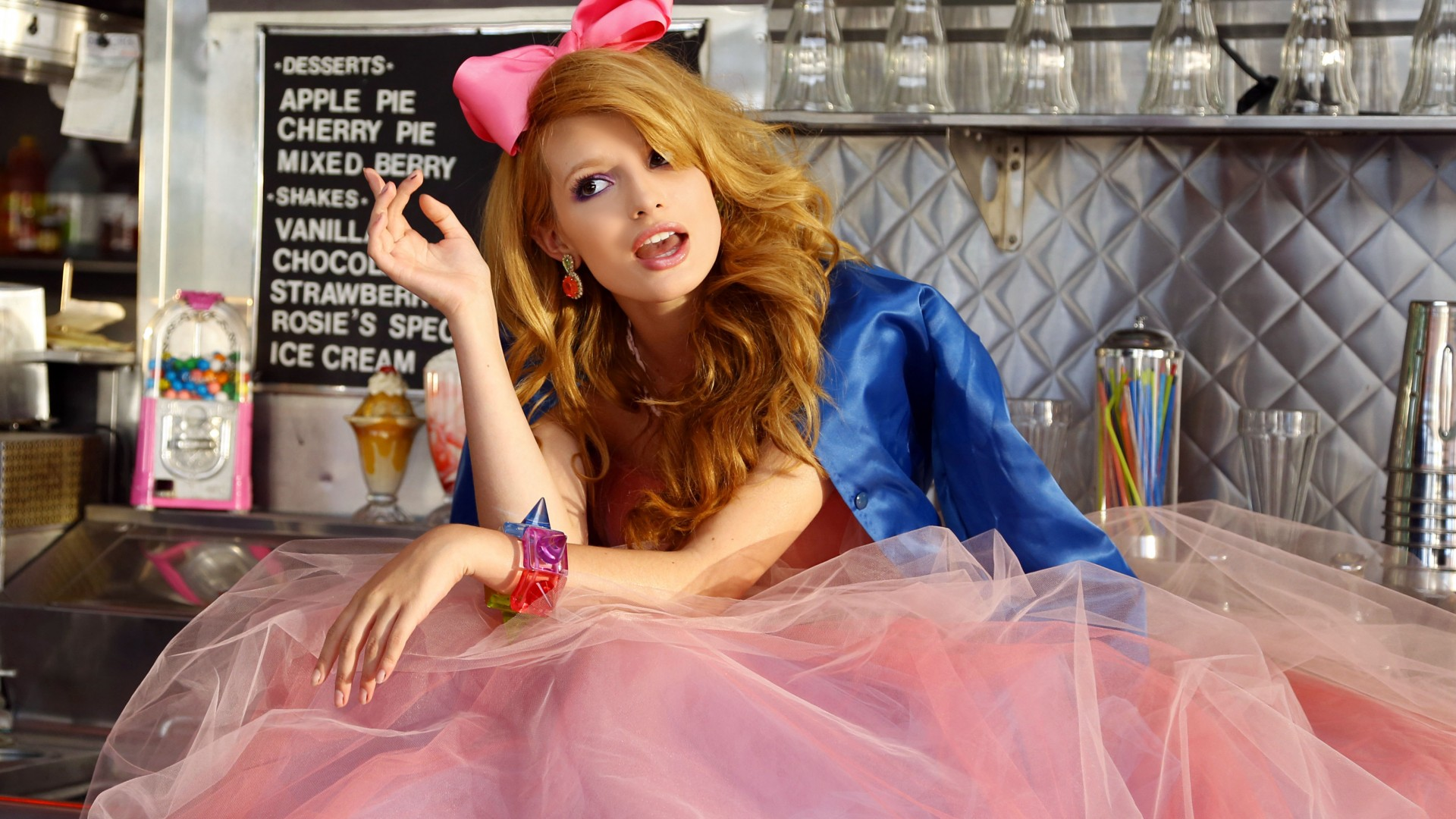 Bella Thorne, Most Popular Celebs in 2015, actress, singer, model, dancer, The Duff (horizontal)