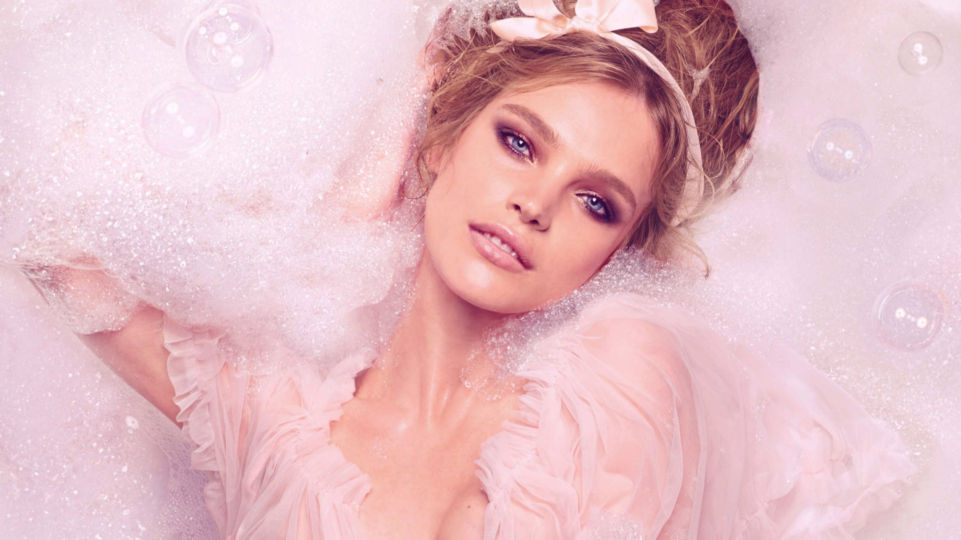 Natalia Vodianova, Top Fashion Models 2015, model, pink, bath (horizontal)