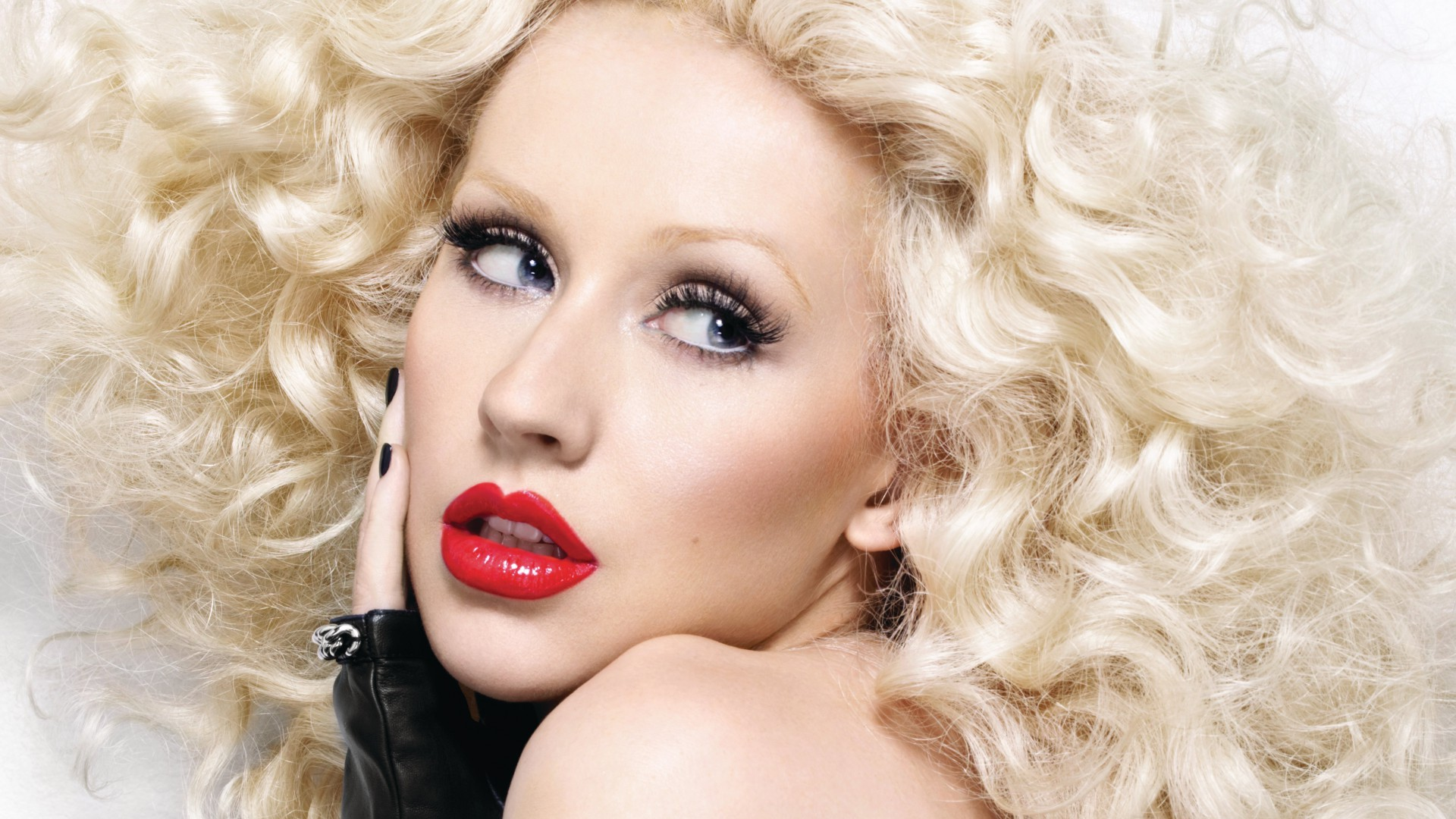 Christina Aguilera, Most Popular Celebs in 2015, singer, actress, red lips, blonde (horizontal)