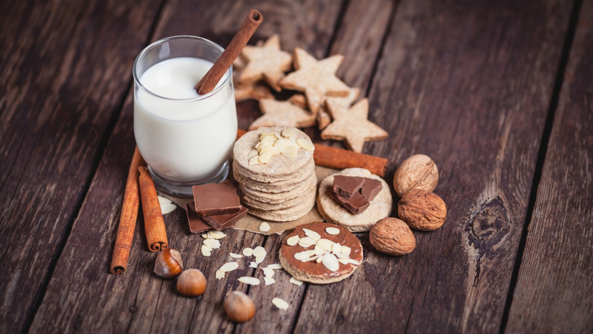 milk, drinks, spices, cinnamon, nuts, walnuts, hazelnuts, almonds, chocolate, baking, figurines, cookie (horizontal)