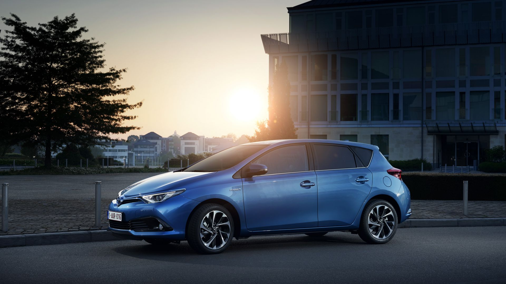 toyota auris wallpaper cars bikes brand toyota auris hatchback hybrid blue. Black Bedroom Furniture Sets. Home Design Ideas