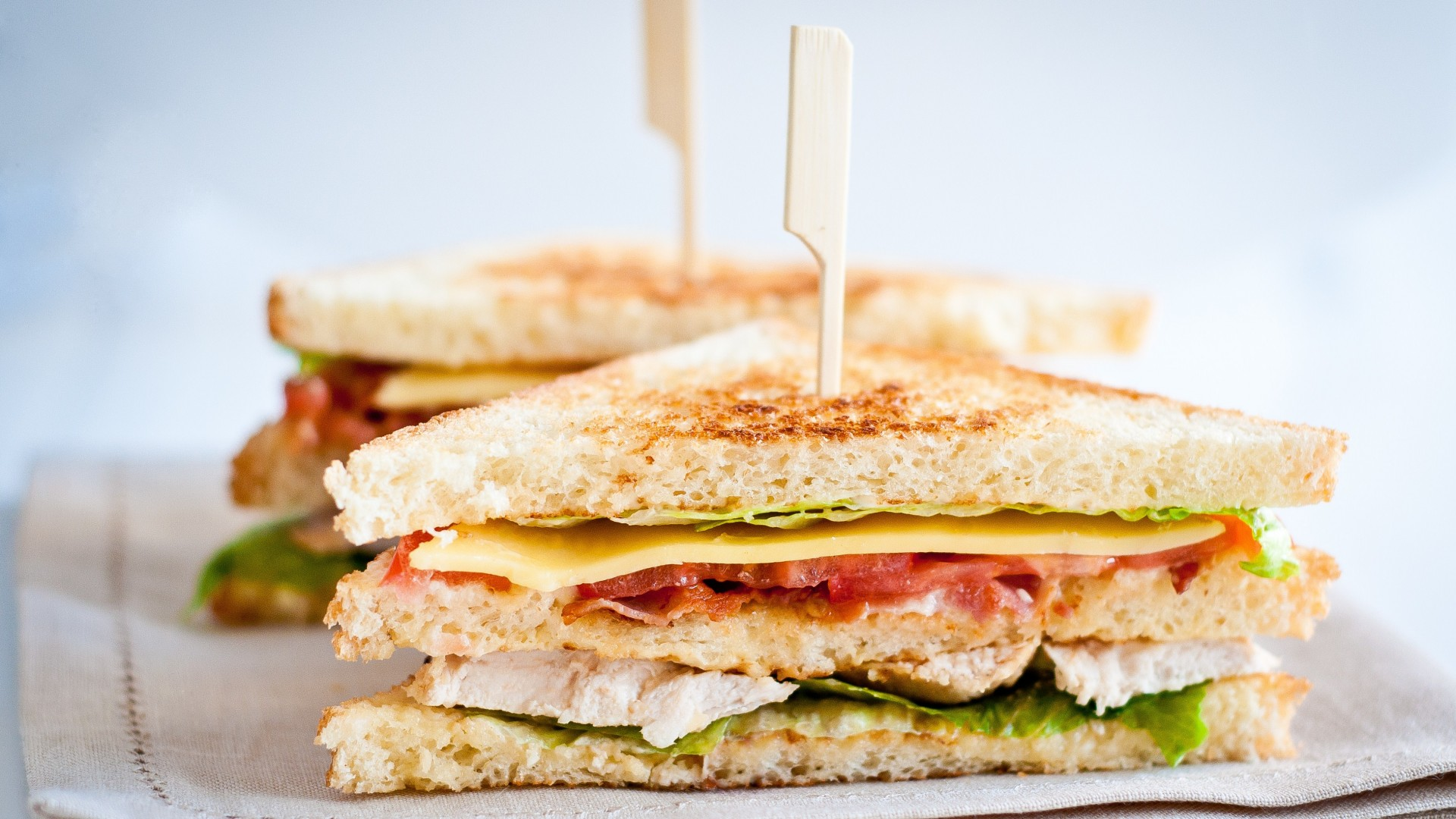 sandwich, cheese, bacon, chicken, lettuce, tomato (horizontal)