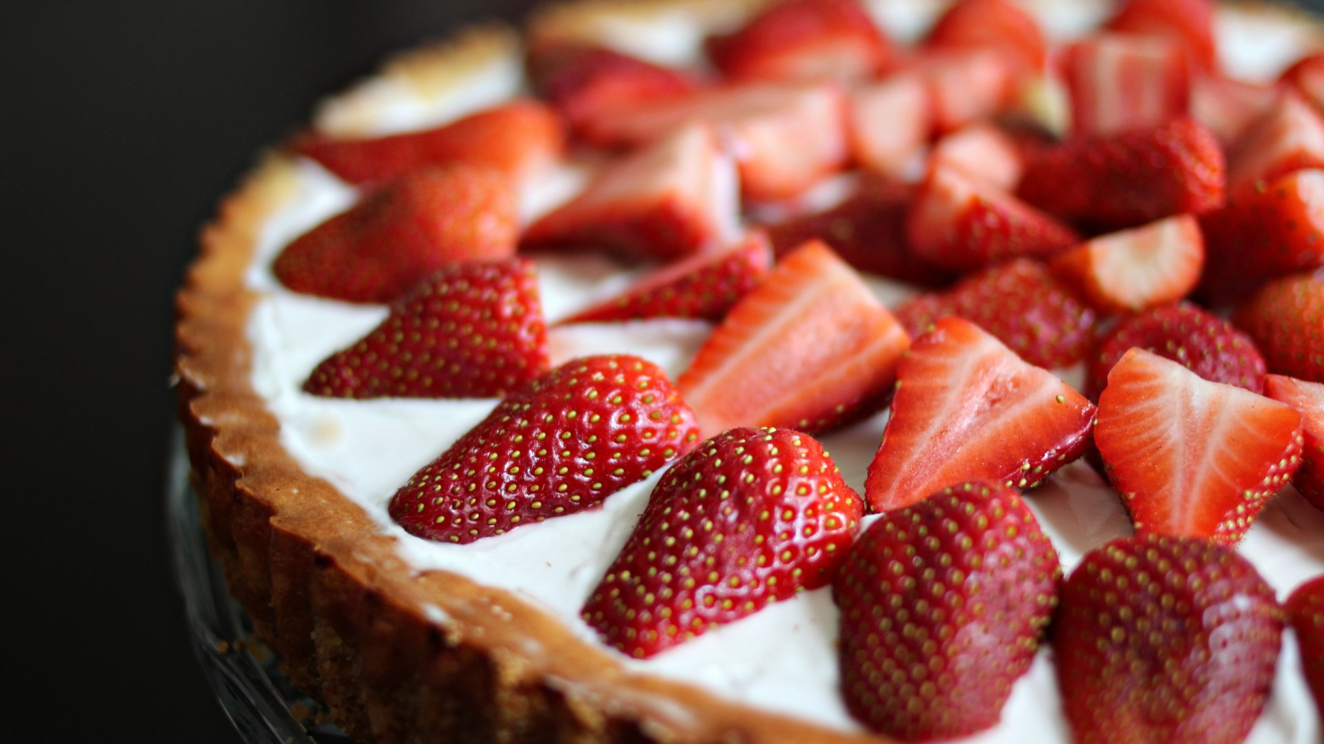 Tart, soufflé, strawberries (horizontal)
