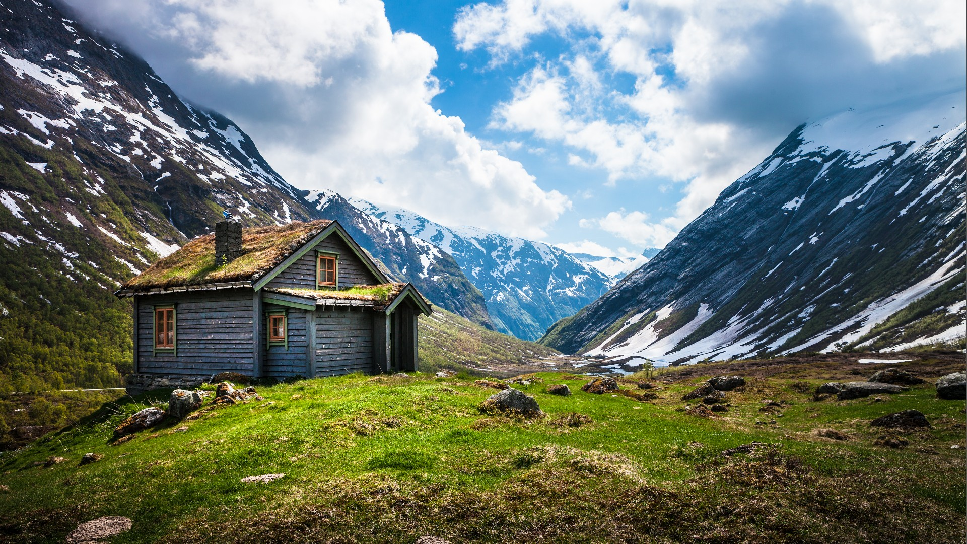 Norway, 4k, HD wallpaper, Geiranger, Stryn, mountain, clouds, house, sky, snow, green grass (horizontal)