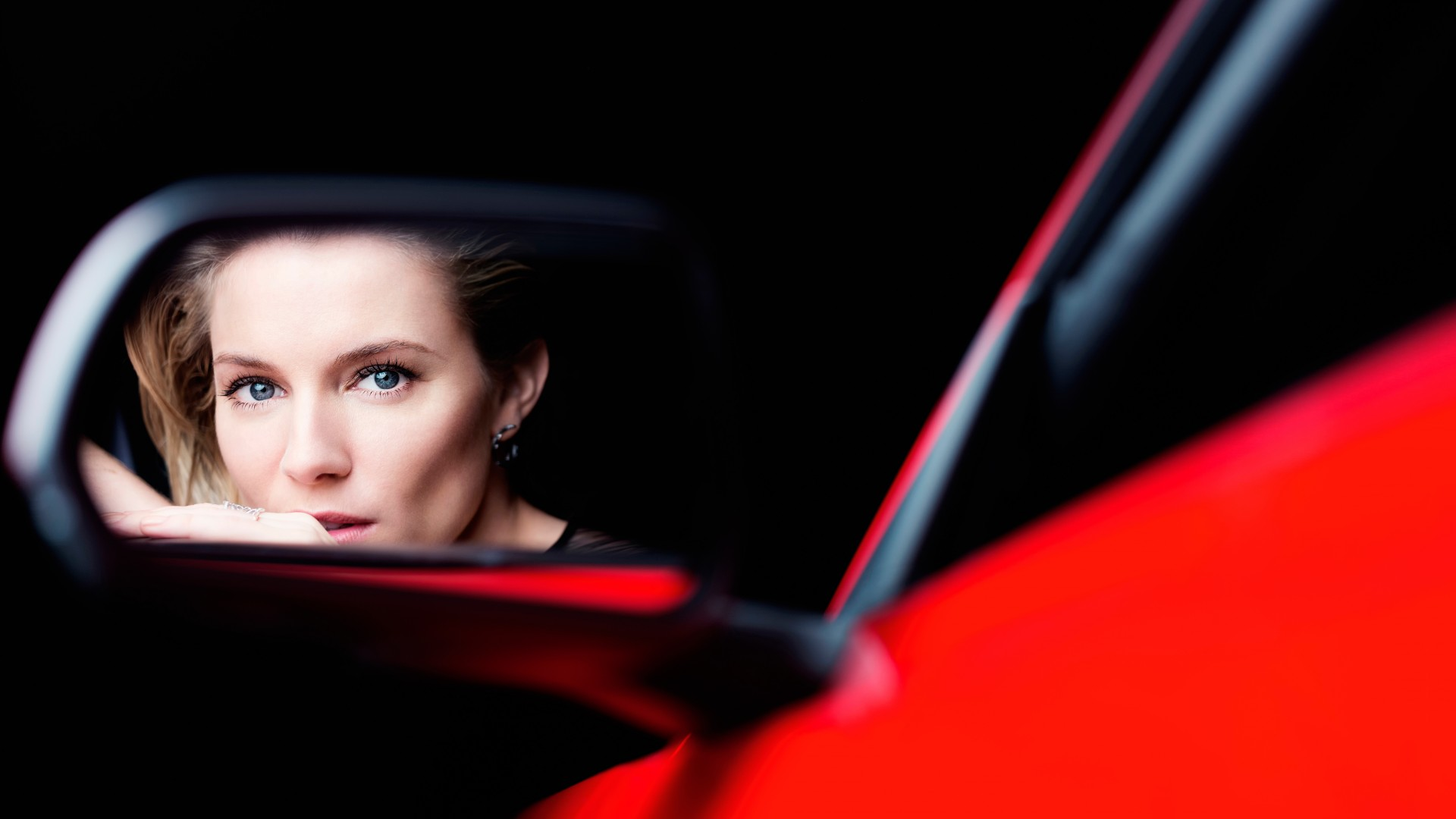 Sienna Miller, Actress, red, car, reflection, mirror (horizontal)