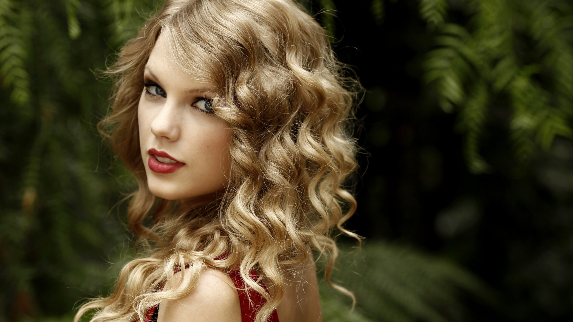 Taylor Swift, Taylor Alison Swift, artists, music, songwriter, actress red lips, hair, look, green (horizontal)