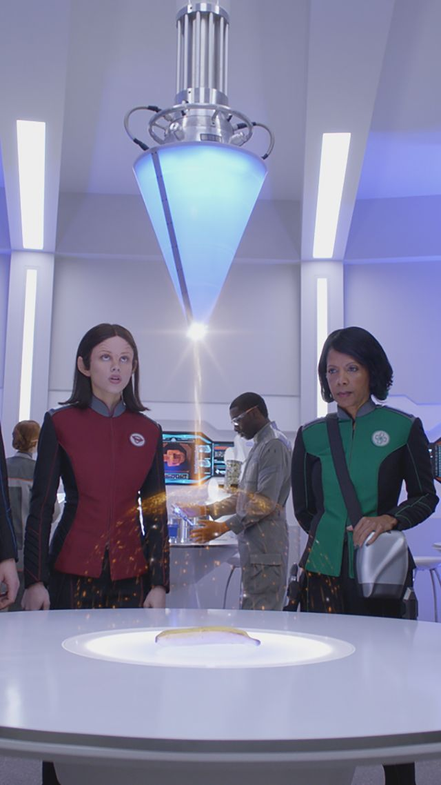 The Orville, Penny Johnson Jerald, Seth MacFarlane, Christine Corpuz, Halston Sage, best tv series (vertical)