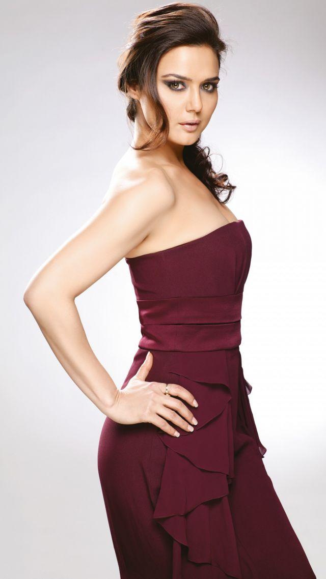 Actress Preeti Zinta Family Photos- Preeti Zinta family ...