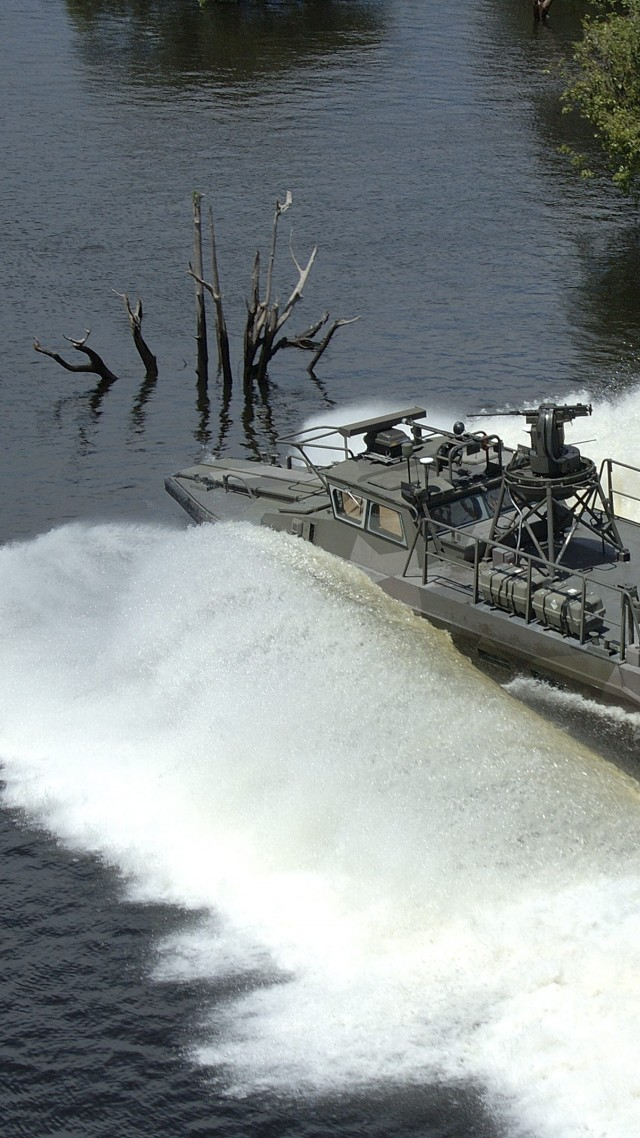 combat boat, CB90, fast assault craft, Strb 90 H, Brazilian Army, river (vertical)
