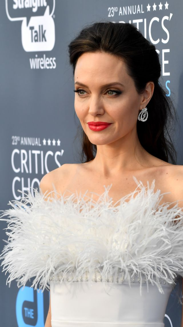 Angelina Jolie, photo, Critics' Choice Awards 2018, brunette, 5k (vertical)