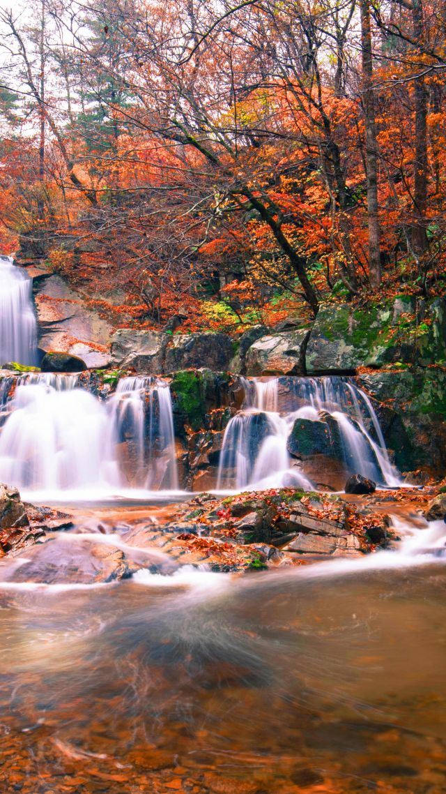 waterfall, autumn, 5K (vertical)