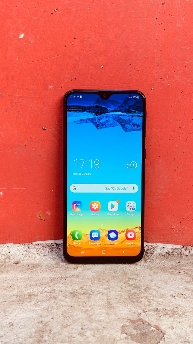 Samsung Galaxy M20, Android 9 Pie, 4K (vertical)